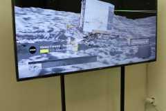 Obrazovka na stojanu s video smyčkou