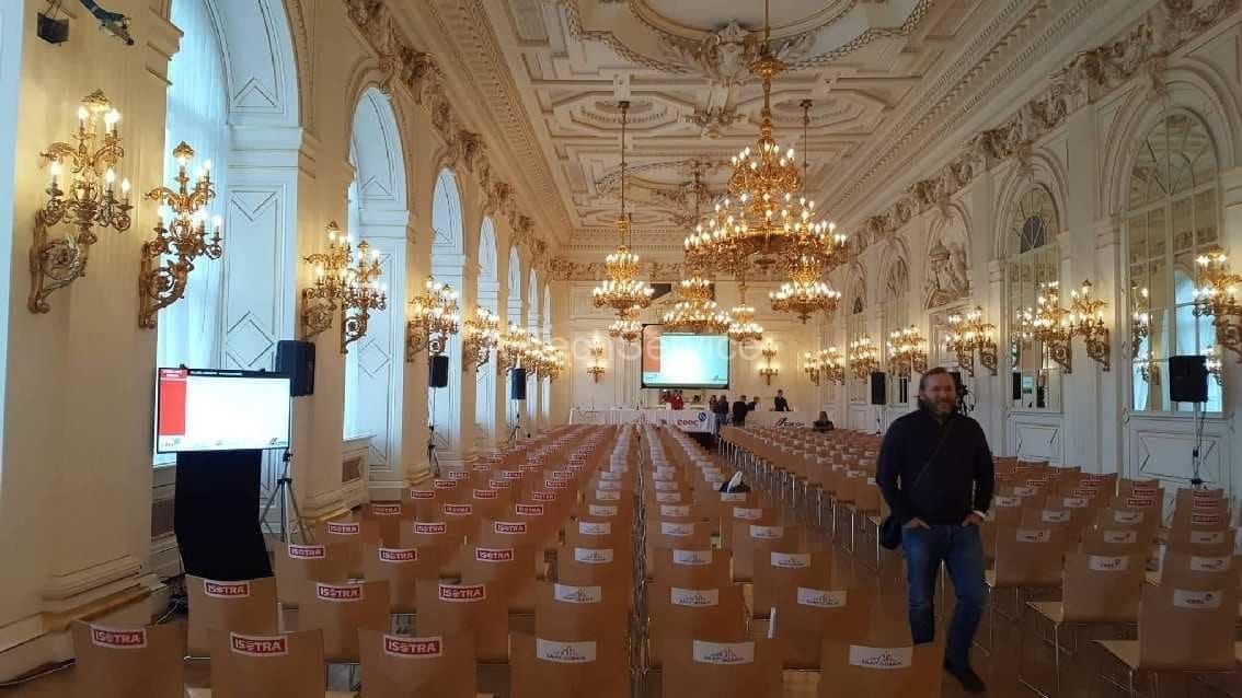 Konec_instalace_konference_Prazsky_hrad_-_A-TechServic