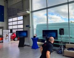 Prezentace-na-dve-obrazovky-ozvuceni-mikrofony-A-TechService